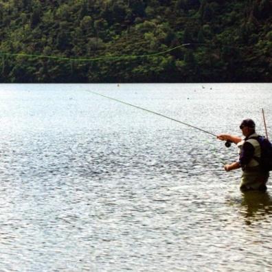fotografia-de-situacion-de-pesca-con-mosca-por-cholila-mountain-lodge-fly-dreamers-FDID749w10000h1mimg_542ead2524f5e